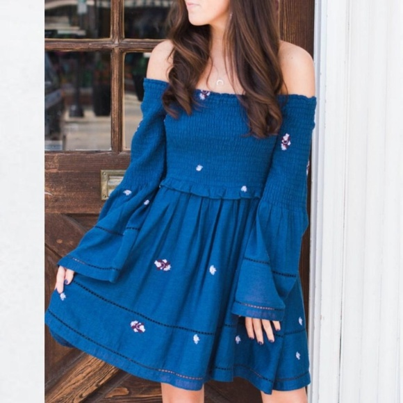 350c58a4bda2e Free People Dresses   Skirts - FREE PEOPLE Counting Daisies Off Shoulder  Dress